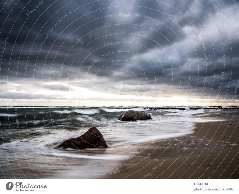 Wetterwand Natur Sand Wasser Himmel Wolken Gewitterwolken Klima schlechtes Wetter Unwetter Wind Sturm Wellen Küste Strand Ostsee blau braun schwarz weiß