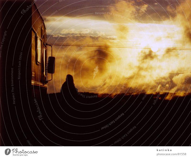 sonnenuntergang Himmel Sonne Sommer Ferien & Urlaub & Reisen Wolken dunkel Tod Berge u. Gebirge Freiheit Traurigkeit Wärme Landschaft Nebel Wind Brand Verkehr