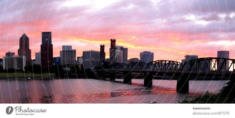 Burning Skyline Wasser Himmel Sonne Stadt rot Gebäude Brand groß Hochhaus Brücke USA Fluss brennen Panorama (Bildformat) Haus