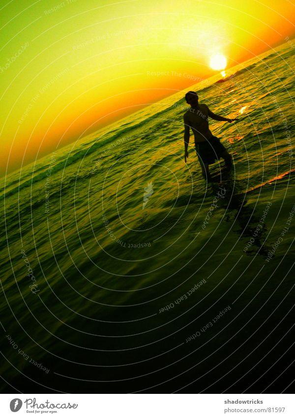 MATZE ! PASS AUF !!! Gegenlicht springen Wolken rot grün gelb Lebensfreude Körperhaltung Brasilien Sonnenuntergang Sonnenaufgang Turnen Wohlgefühl Gesundheit