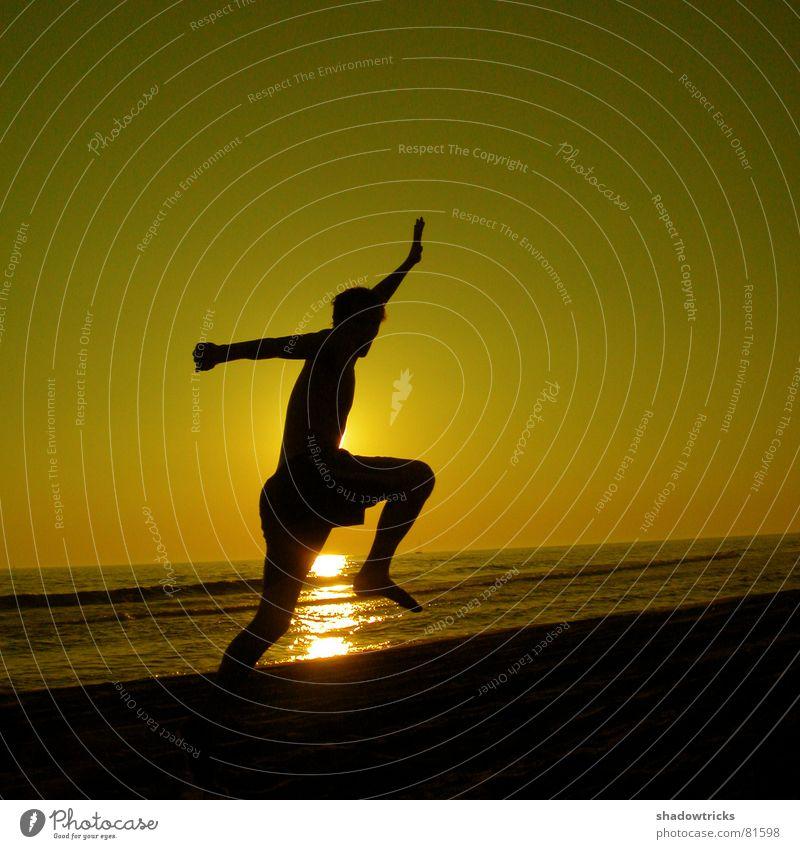 SUN - SOURCE OF EVERYTHING Mensch Himmel Wasser grün rot Sonne Meer Strand Freude Farbe Wolken gelb Spielen Gefühle Freiheit Bewegung