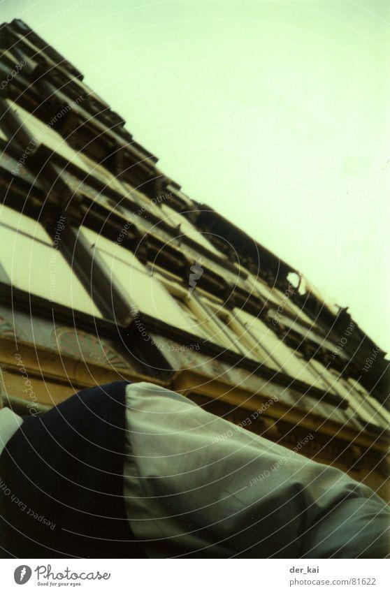 Tribute Mann Himmel Stadt Haus Architektur gefährlich bedrohlich Amerika Hemd Schulter Weste Paparazzo 1999 Das letzte Hemd