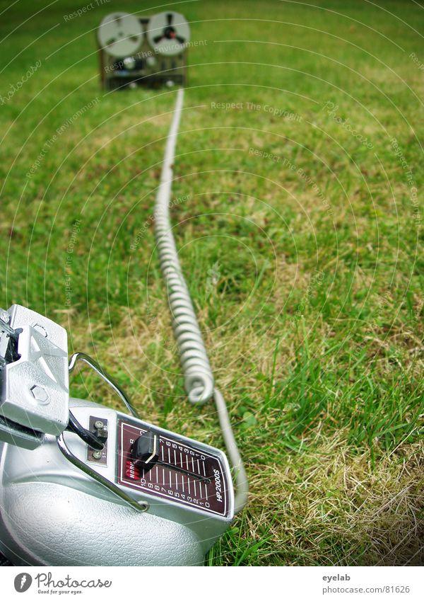 Walkman...damals grün Sommer Freude Gras Garten Musik Technik & Technologie Rasen Kabel stoppen Medien Konzert silber Kopfhörer Tonband Musikkassette