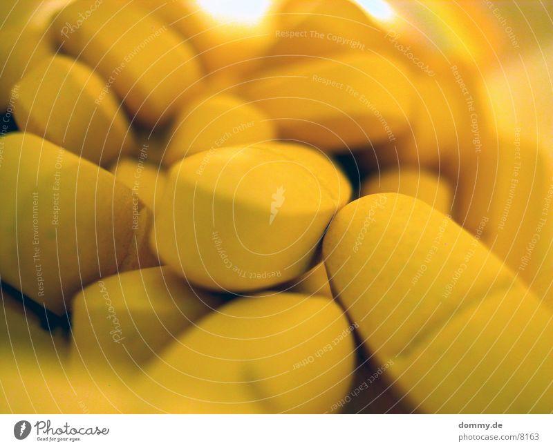 täglich zwei 2 Vitamin Makroaufnahme Nahaufnahme tabeltten 50+ orange