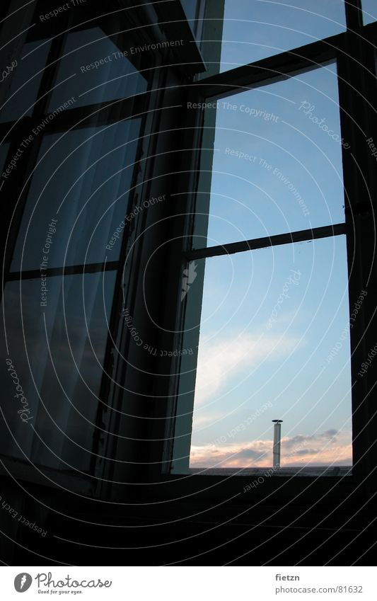 Sehnsucht Fenster träumen Wolken Fensterbrett Tagtraum Reflexion & Spiegelung Schlafzimmer Freiheit Himmel Schornstein reflektion Glas Sehne window