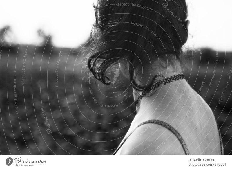 liebesgedicht Frau Natur Bewegung Haare & Frisuren Locken abgewendet Nacken Pferdeschwanz
