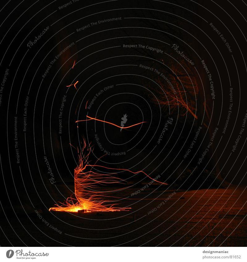 brennender Seitenwind Natur alt Baum rot schwarz Einsamkeit Lampe dunkel kalt Wärme orange glänzend Deutschland Wind Brand