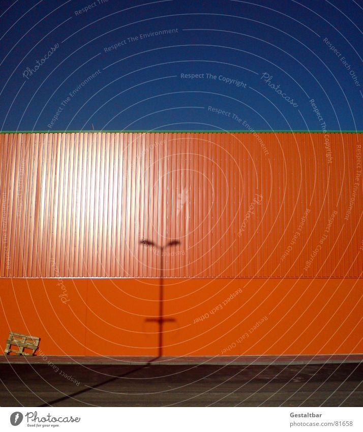 Orange Blue II Himmel Lampe Wand orange Industrie Fabrik Lagerhalle Lager Gelände Paletten verdunkeln gestaltbar Lagerhaus