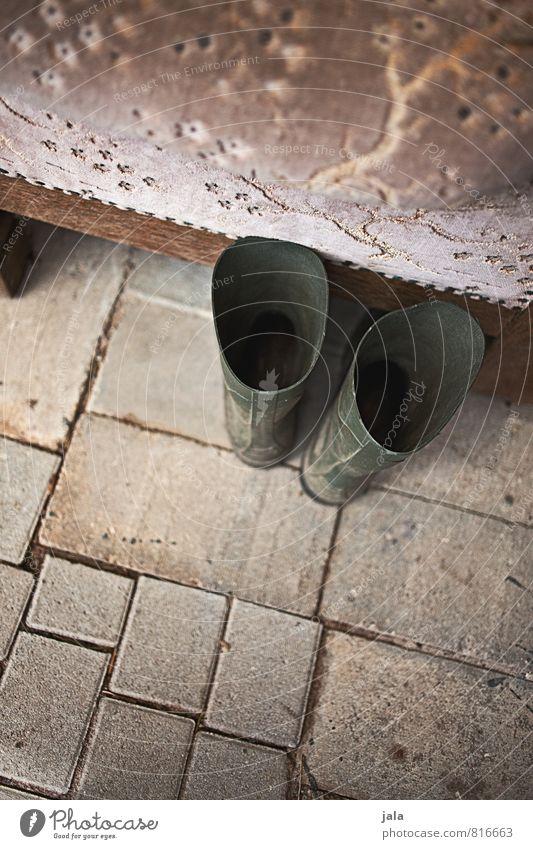 gummistiefel Gartenarbeit Pflastersteine Schuhe Gummistiefel Stein ästhetisch gut Farbfoto Außenaufnahme Menschenleer Textfreiraum unten Tag