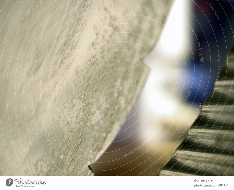 scharfe Sache 1 Aluminium Furche Makroaufnahme Nahaufnahme brotmaschien Fensterscheibe Messer Haarspliss