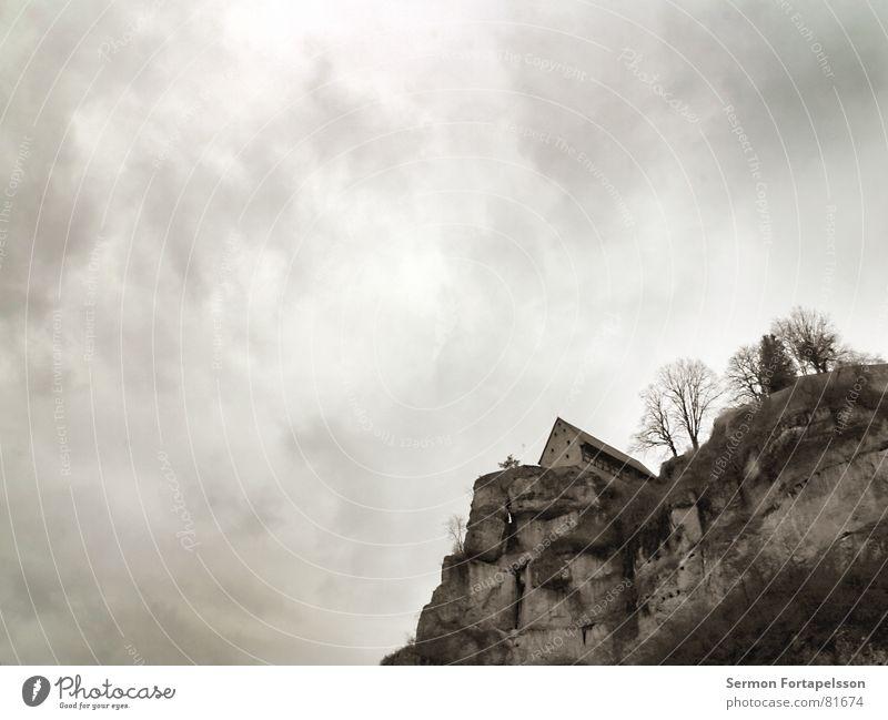 zeitzeuge alt Baum Haus Wolken Einsamkeit dunkel kalt Wand oben Berge u. Gebirge Stein Mauer Landschaft Eis Feste & Feiern Wohnung
