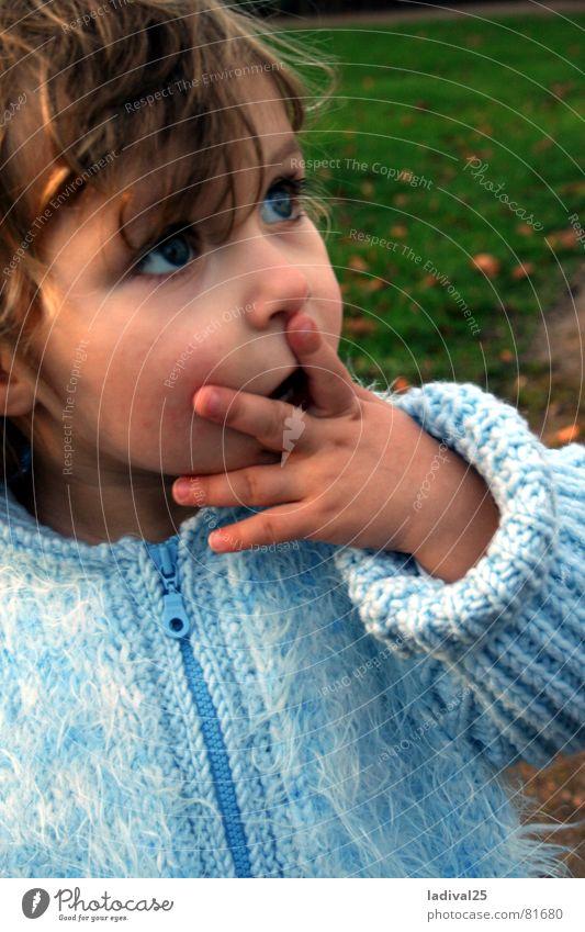 na uuuuui .. Kind blau Auge Finger Jacke Kleinkind Mantel Locken erstaunt staunen