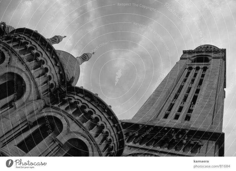 Sacré-Coeur Paris Perspektive bedrohlich Götter Allah hoch Gotteshäuser Turm Schwarzweißfoto aufwärts