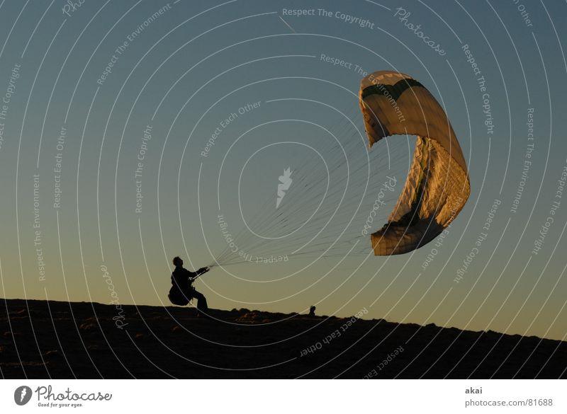 Startbereit Freude Ferien & Urlaub & Reisen Farbe Sport Gefühle orange Beginn Luftverkehr Romantik Abenddämmerung Planet Gleitschirmfliegen Abheben gemalt himmelblau Gleitschirm