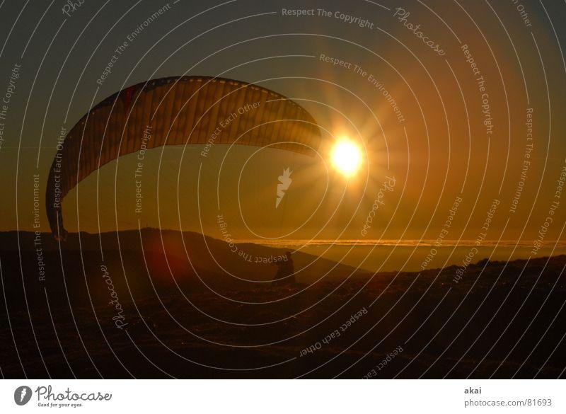 Start ins Abendrot Sonne Farbe Sport Spielen orange Beginn Luftverkehr Romantik Abenddämmerung Gleitschirmfliegen himmelblau Freiburg im Breisgau Fallschirm