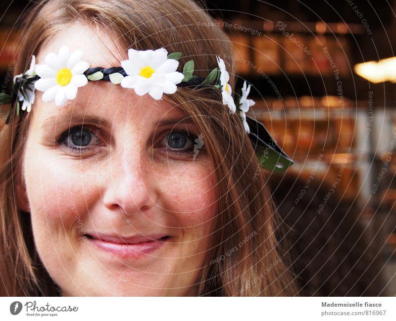 Blumenkind I Stil Freude Glück schön Gesicht Leben Wohlgefühl Zufriedenheit feminin Junge Frau Jugendliche 1 Mensch 18-30 Jahre Erwachsene Blüte Accessoire