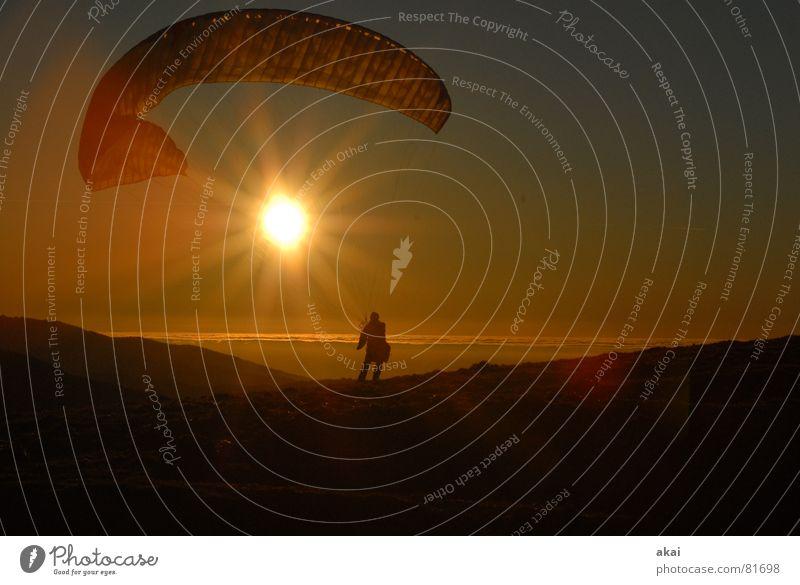 Gleitschirmromantik am Schauinsland Sonne Ferien & Urlaub & Reisen Farbe Sport Gefühle Berge u. Gebirge orange Beginn Romantik Freizeit & Hobby Fallschirm