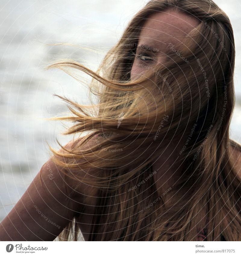 . Mensch schön Sommer Erotik dunkel Leben Gefühle feminin natürlich Stimmung wild Wind blond authentisch beobachten Lebensfreude