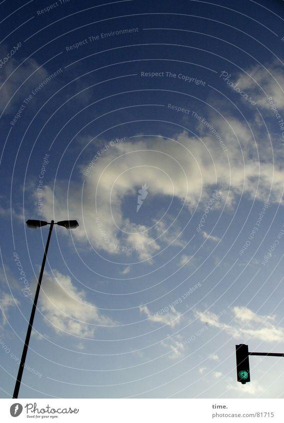Grüner wirds nicht Himmel blau Winter Wolken Lampe Vergänglichkeit Laterne Ampel Straßenbeleuchtung Paradies Himmelskörper & Weltall Himmelszelt Firmament