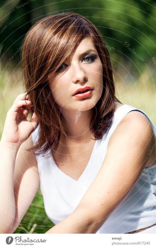 face feminin Junge Frau Jugendliche Gesicht 1 Mensch 18-30 Jahre Erwachsene Haare & Frisuren brünett schön Schminke Farbfoto Außenaufnahme Tag Sonnenlicht