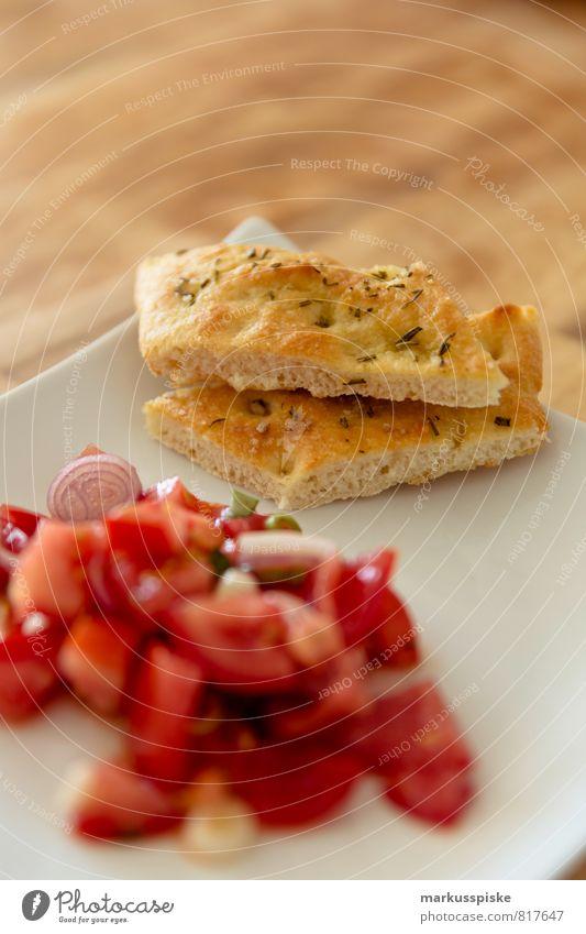 tomatensalat mit focaccia Gesunde Ernährung Leben Essen Gesundheit Lebensmittel genießen Fitness Küche Kräuter & Gewürze Gemüse Wohlgefühl Duft Bioprodukte Brot