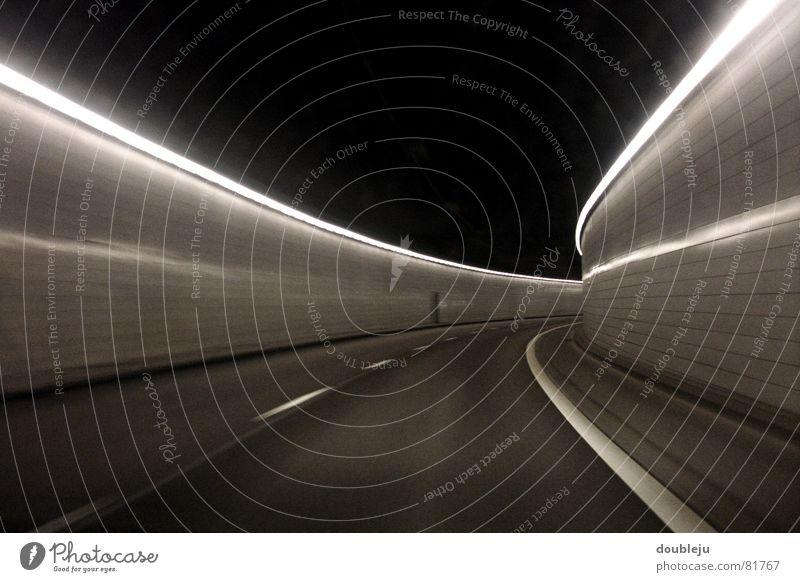 tunnelblick Leuchtstoffröhre Licht Fahrbahn Streifen grau Wand dunkel Geschwindigkeit Verkehr Tunnel Reflexion & Spiegelung Spuren Wagen Straßenverkehr