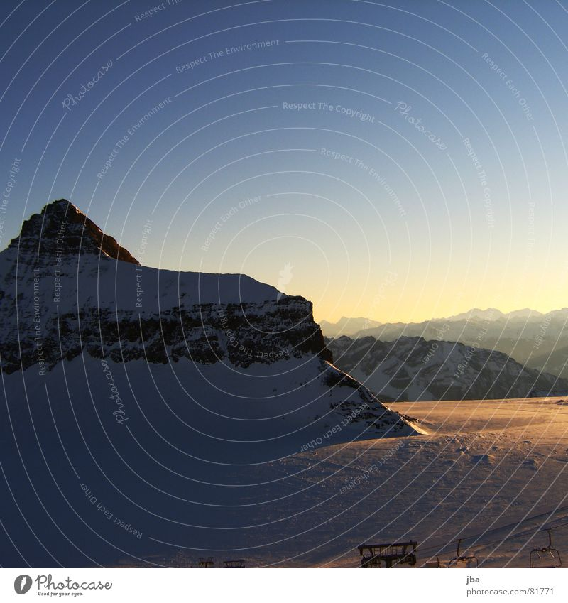 Oldenhorn {3122m.ü.M} Himmel blau schön Winter Ferne Schnee Berge u. Gebirge Horizont frisch neu Spitze Alpen Gipfel Schneelandschaft Gletscher Blauer Himmel