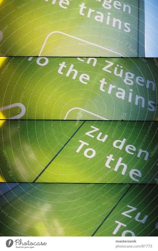 train-sign grün Eisenbahn Typographie Lomografie Bahnhof Hinweisschild Schilder & Markierungen