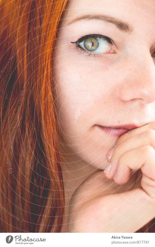 anybody's window feminin Junge Frau Jugendliche Gesicht 1 Mensch 18-30 Jahre Erwachsene rothaarig langhaarig beobachten berühren braun grün orange schwarz