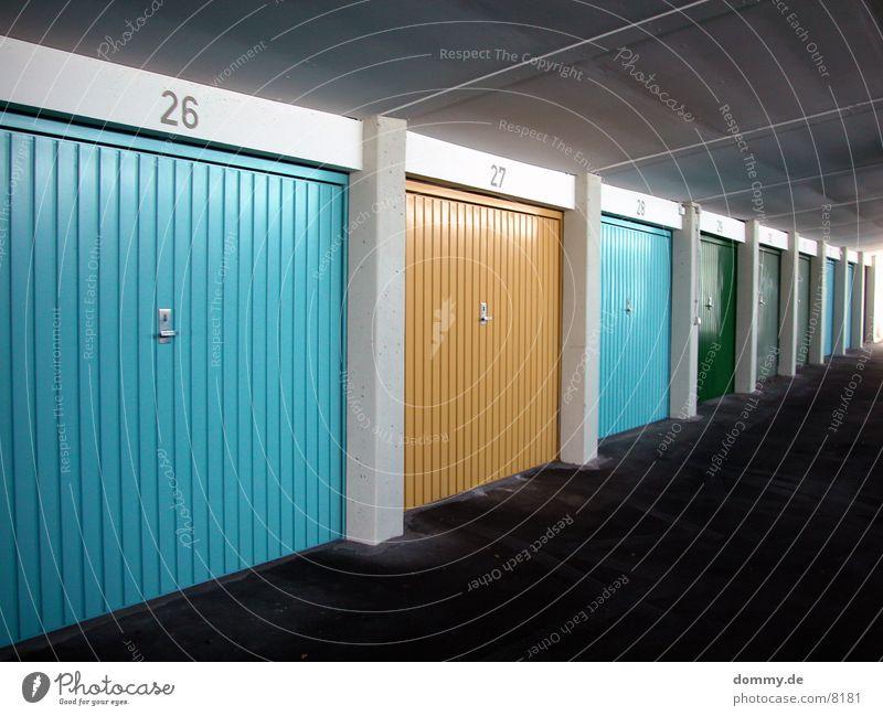 Garage grün gelb Architektur Farbe blau Tor