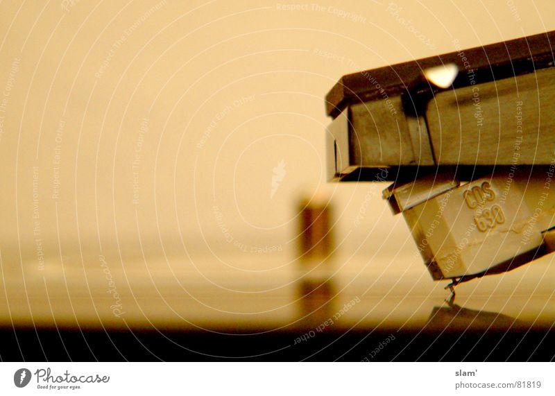 Vinylkratzer Schallplatte Tonarm Plattenspieler dual nah Reflexion & Spiegelung retro klein Tonabnehmer Musik Makroaufnahme Nahaufnahme Konzert tiefenunschärfe