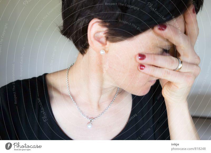 danach Mensch Frau Hand Gesicht Erwachsene Leben Traurigkeit Gefühle Stil Stimmung Trauer Ring Müdigkeit Schmuck Stress Sorge