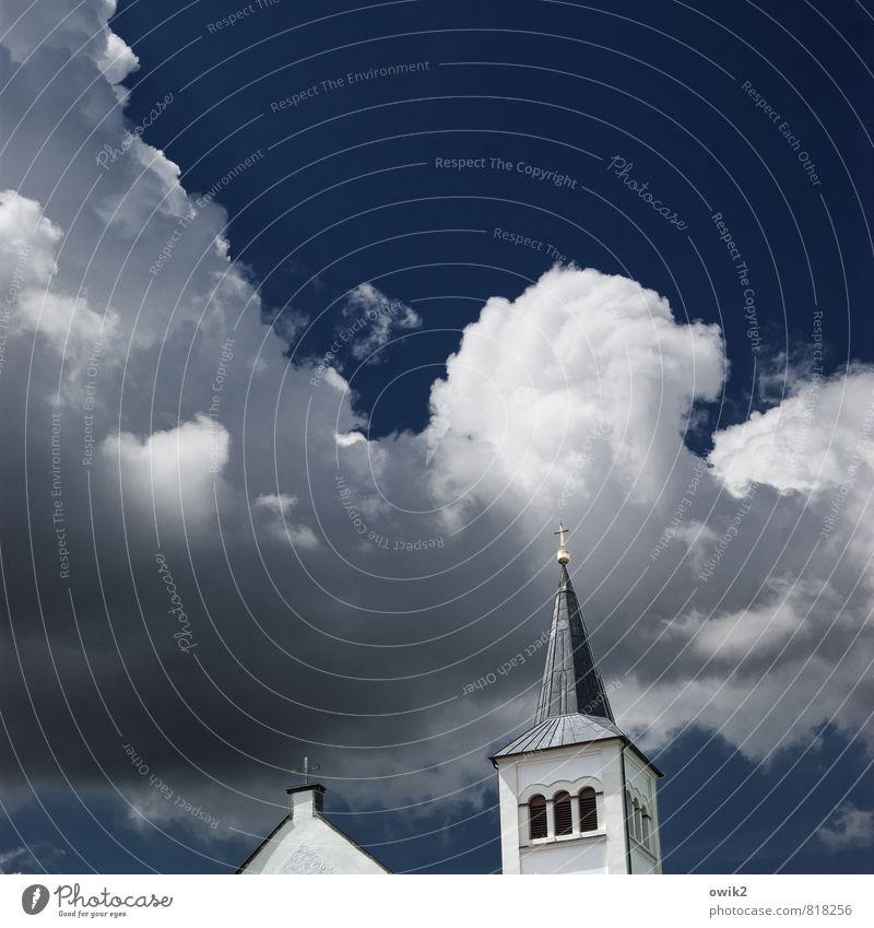 Pilgerschaft Umwelt Natur Himmel Wolken Klima Schönes Wetter Kirche Bauwerk Gebäude Sakralbau Kirchturmspitze Christliches Kreuz groß oben blau geduldig