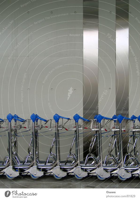 Südkreuz 6 Gebäude Wand Beton Stahl Edelstahl Gepäck Streifen Station Baustahl Bauwerk Mauer Rostfreier Stahl Bahnhof gepäckträger Rolle Rad Stein blau