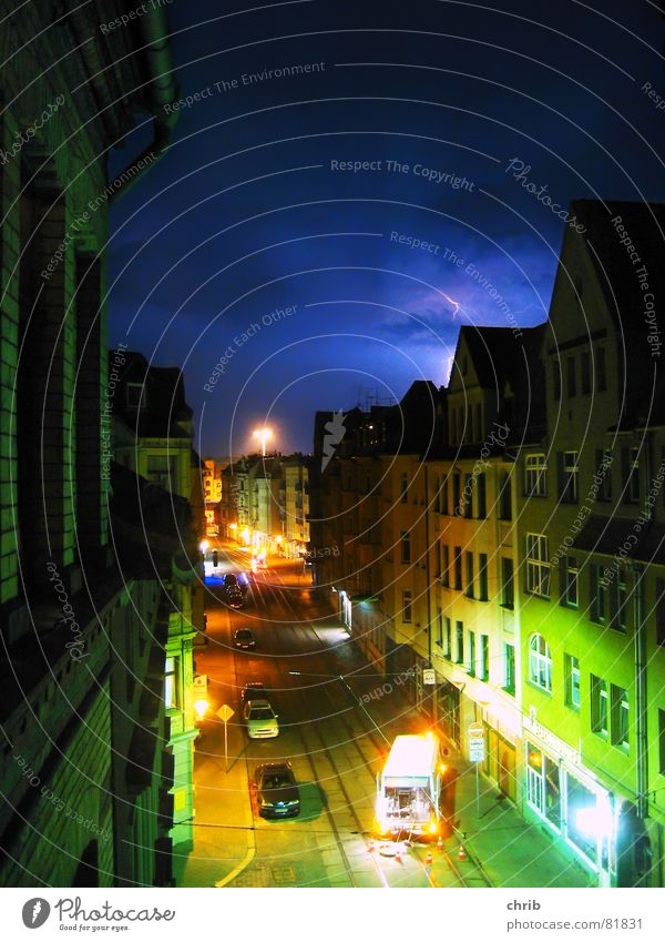Farbgewitter Haus Straße Farbe Verkehr Blitze Gewitter Verkehrswege Straßenbelag Straßenbahn