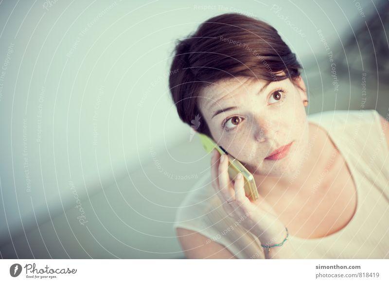 Anruf Mensch Jugendliche 18-30 Jahre Erwachsene feminin sprechen Business Erfolg Kommunizieren Studium Telekommunikation planen Ziel Todesangst Risiko Kontakt