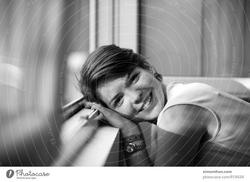 Frisch verliebt feminin Partner 1 Mensch 18-30 Jahre Jugendliche Erwachsene Freude Glück Zufriedenheit Lebensfreude Frühlingsgefühle Begeisterung Leidenschaft