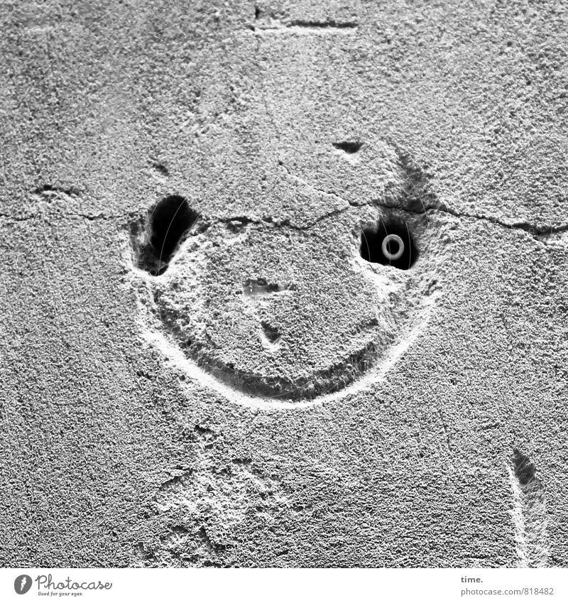 Altstadtkobold Gesicht Auge Mauer Wand Kratzer Stein Linie Loch Dübel lachen alt historisch kaputt Stadt Freude Fröhlichkeit Lebensfreude Begeisterung Euphorie