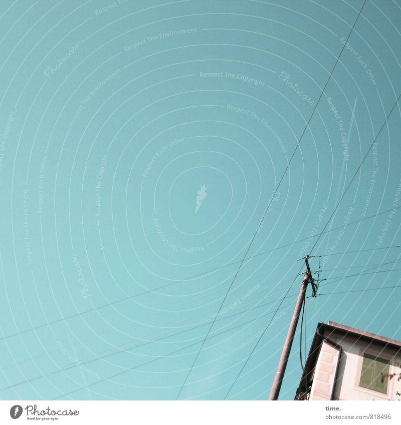 Abstürzende Altbauten Technik & Technologie Energiewirtschaft Strommast Hochspannungsleitung nur Himmel Schönes Wetter Haus Mauer Wand Fenster eckig einfach