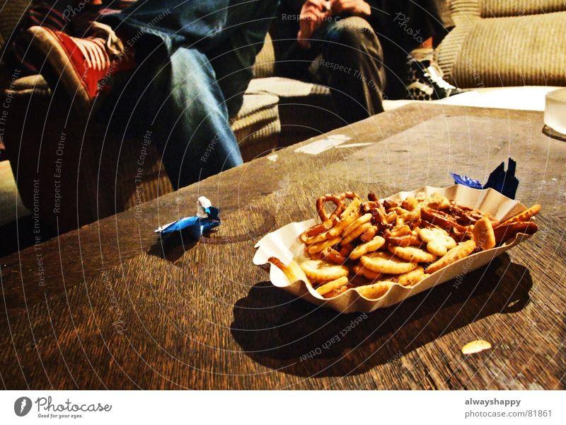 mit viel liebe Beine Wohnung Ernährung Tisch Vertrauen Sofa Kuchen Wohnzimmer gemütlich Backwaren Kalorie einladend Salzgebäck