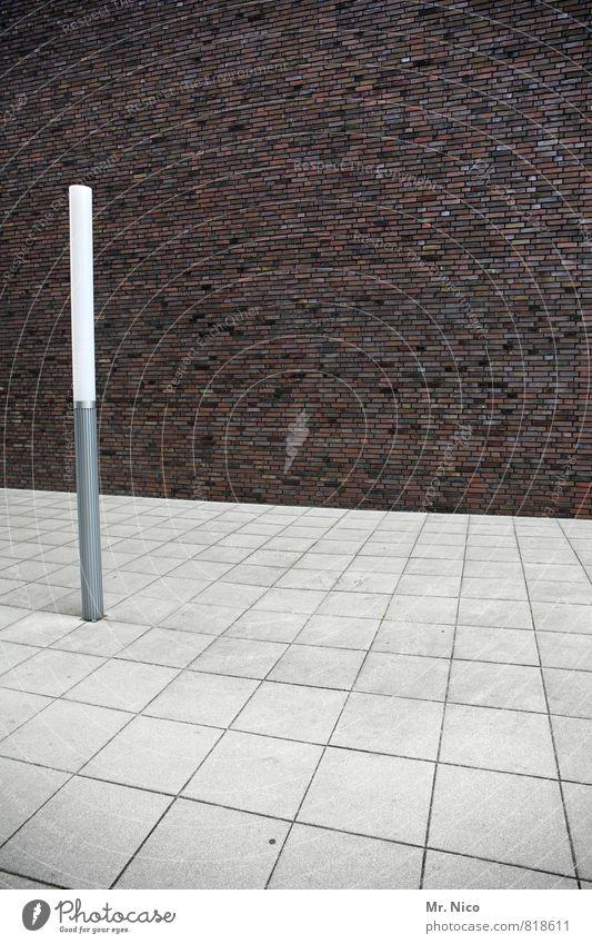 l inks Technik & Technologie Stadt Traumhaus Platz Bauwerk Gebäude Architektur Mauer Wand Fassade trist Lampe Leuchtstoffröhre Steinplatten links Beleuchtung