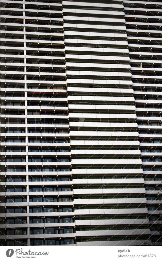 Der Höhenkoller platzsparend Siebziger Jahre Travemünde Fenster Haus Gebäude Hochhaus Etage Niveau grau Balkon Hotel Ferien & Urlaub & Reisen Küste Beton Strand