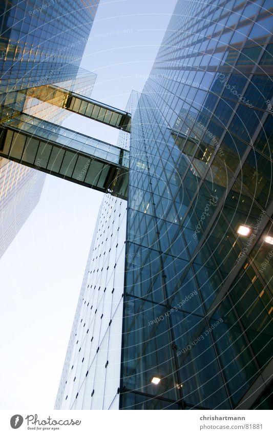 skyscraper Himmel blau Glas modern München Fensterscheibe