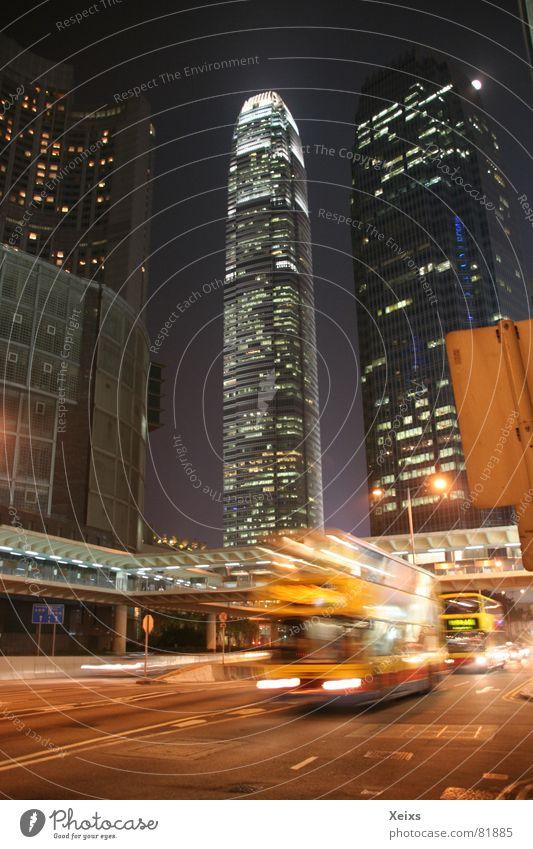 Hong Kong bei Nacht Stadt Haus Straße Architektur Gebäude glänzend Hochhaus Turm Bankgebäude Bauwerk China Verkehrswege Wahrzeichen Bus Stadtzentrum