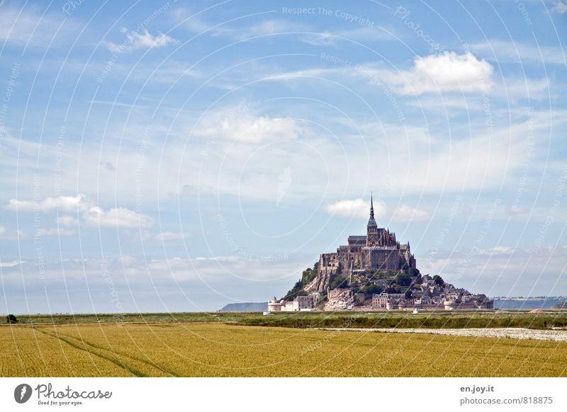 Überlick Ferien & Urlaub & Reisen Tourismus Insel Himmel Wolken Horizont Feld Hügel Berge u. Gebirge Mont St.Michel Dorf Kirche Burg oder Schloss Turm Bauwerk