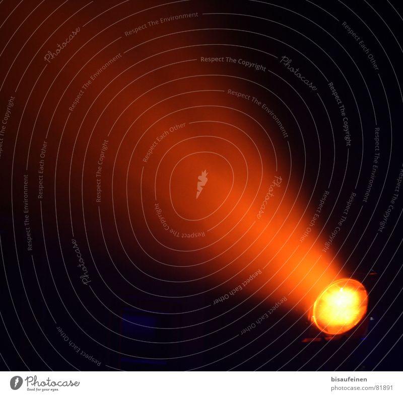 Komet Lampe orange Flugbahn UFO obskur Scheinwerfer Beleuchtung Lichtstrahl Weltraum Schweif