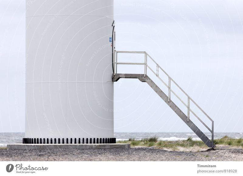 Hochparterre... Himmel Ferien & Urlaub & Reisen blau weiß Wasser kalt Küste Metall Treppe Tür ästhetisch Beton Schönes Wetter Zeichen Windkraftanlage Nordsee