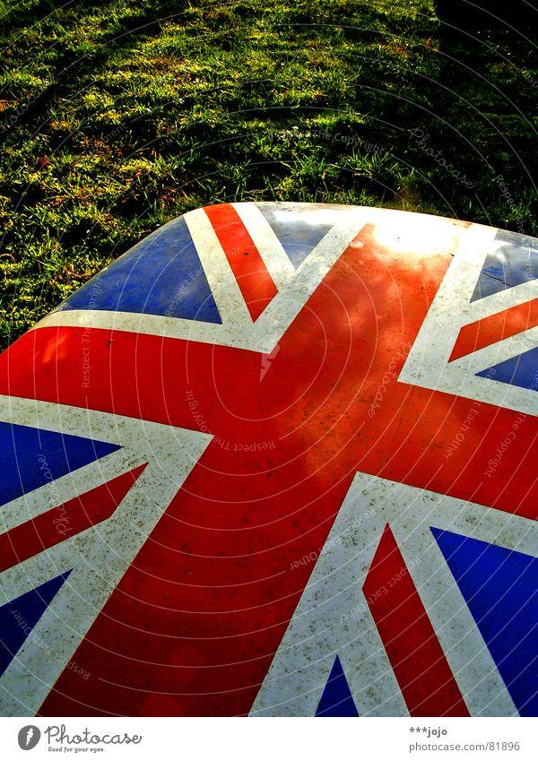 britpop Sonne grün blau rot Farbe Wiese Gras Park Beleuchtung Kraft klein Schilder & Markierungen Europa Macht Insel Rasen