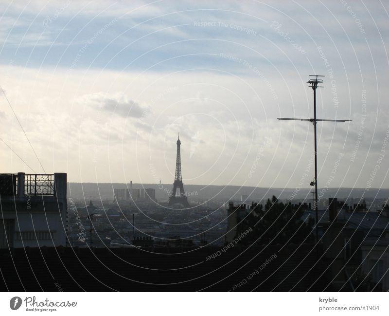 La Tour Eiffel Himmel weiß blau Stadt Ferien & Urlaub & Reisen Haus Wolken Kunst Dach Turm Montmartre Mitte Paris Frankreich historisch