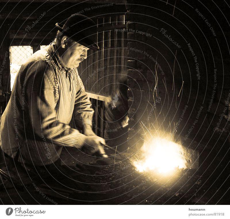 Antique blacksmith Mann Brand Handwerker Kamin antik Sepia Schmied